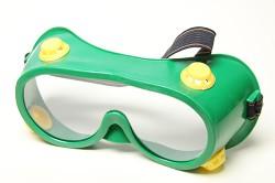 Защитные очки при работе с электролобзиком